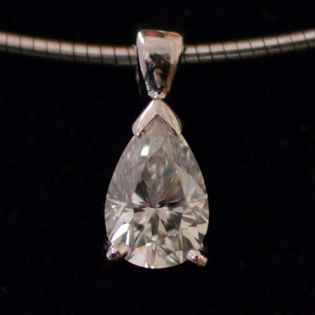 0-7-ct-vs1-top-wesselton-pear-shaped-gia-certified-diamond-necklace
