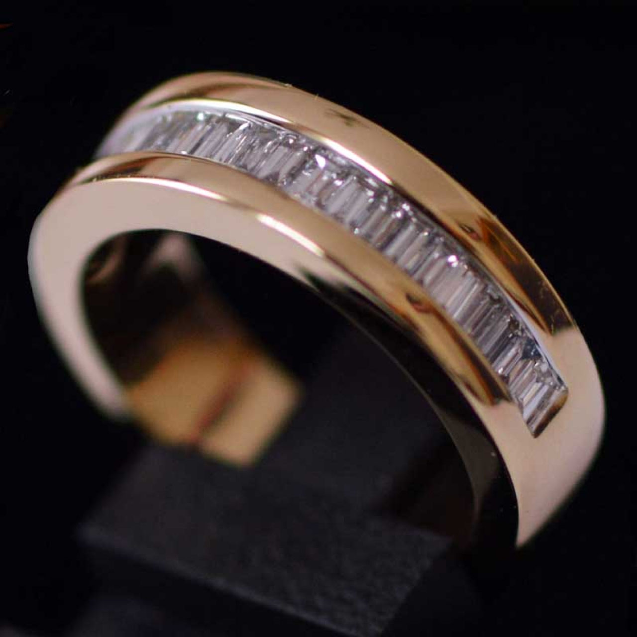 yellow-gold-half-eternity-ring-with-baguette-cut-diamonds