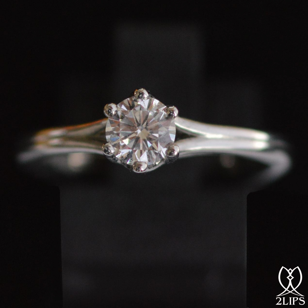 2lips-0-47-ct-river-h-solitair-diamond-engagement-ring