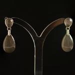 18k-gold-2lips-colours-dark-grey-moonstone-earrings-design-david-aardewerk