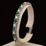 graduated-diamond-emerald-platinum-line-bracelet