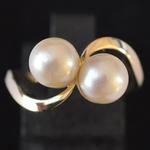 gold-toi-et-moi-akoya-pearl-ring