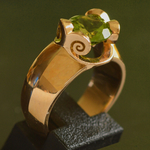 18k-gold-peridot-ring-modern-maroeska-metz-dutch-design